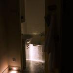 detail na vchod do kúpeľne – vysoká intenzita